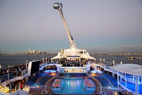 Y como olvidar esta cápsula que te permite ver el barco desde el mismo barco. Gran reencuentro.