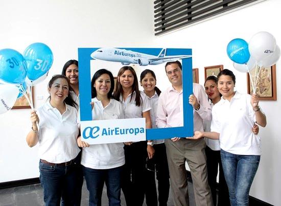 Air europa realiz blitz por su septimo aniversario de - Oficinas de air europa ...