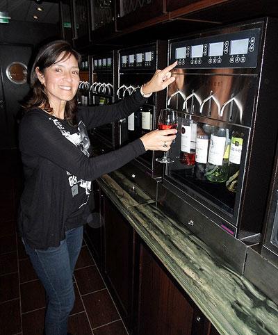 Espectacular tasting de vinos, muy conveniente antes de una cena y todo posible con tu pulsera electrónica.